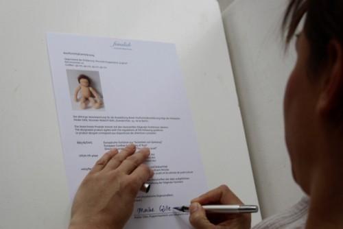 Ich unterschreibe die Konformitätserklärung, in der die verwendeten DIN-Normen aufgelistet werden.