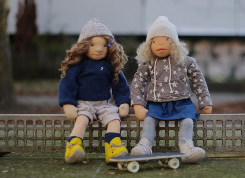 Berlin dolls Kiki and Carla go to a farm in West Germany - feinslieb