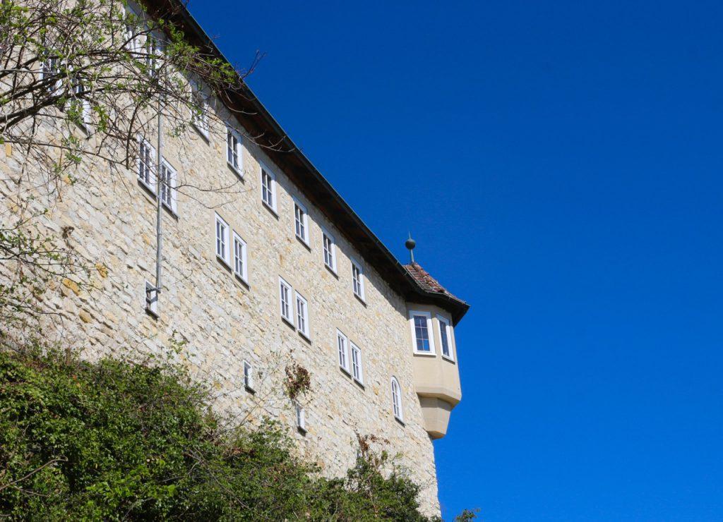 Burg Teck vor blauem Himmel