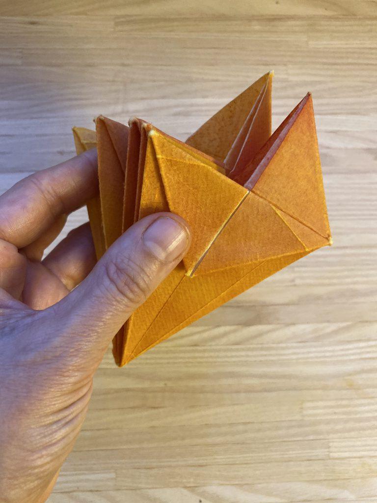 Waldorf Sternenlicht Anleitung: Drachen mit mehreren umgeknickten Spitzen