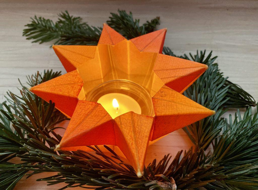 Waldorf Sternenlicht Knicklicht leuchtend von oben seitlich
