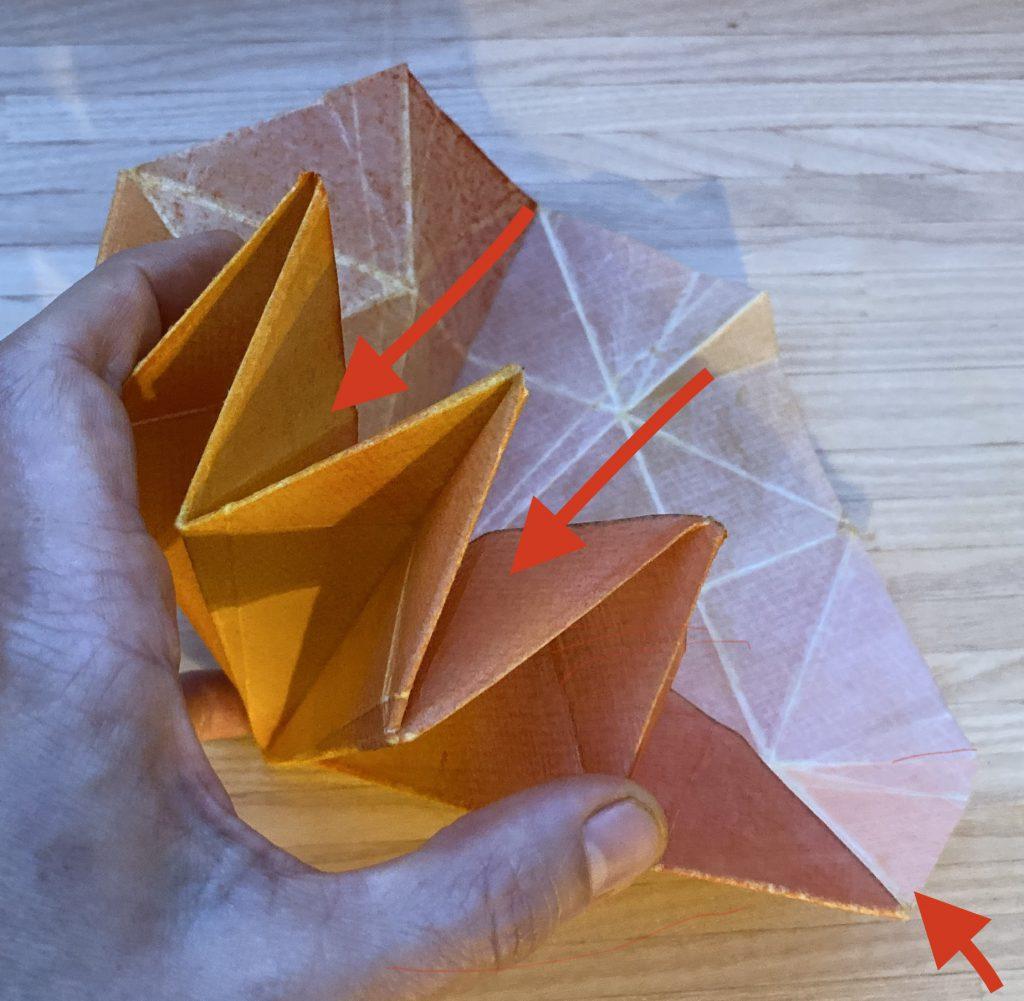 Waldorf Sternenlicht Anleitung: papier mit mehreren eingeknickten Spitzen