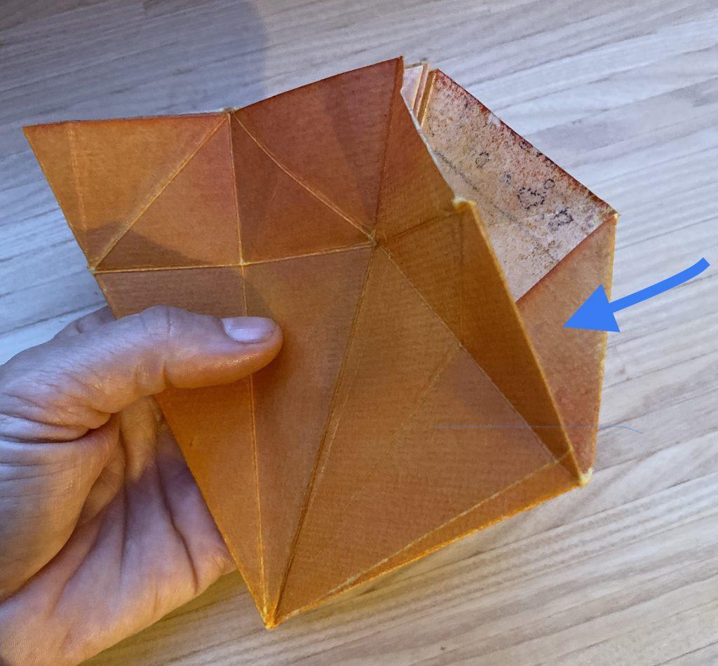 Waldorf Sternenlicht Anleitung: Papier mit eingeknickter Spitze Detail