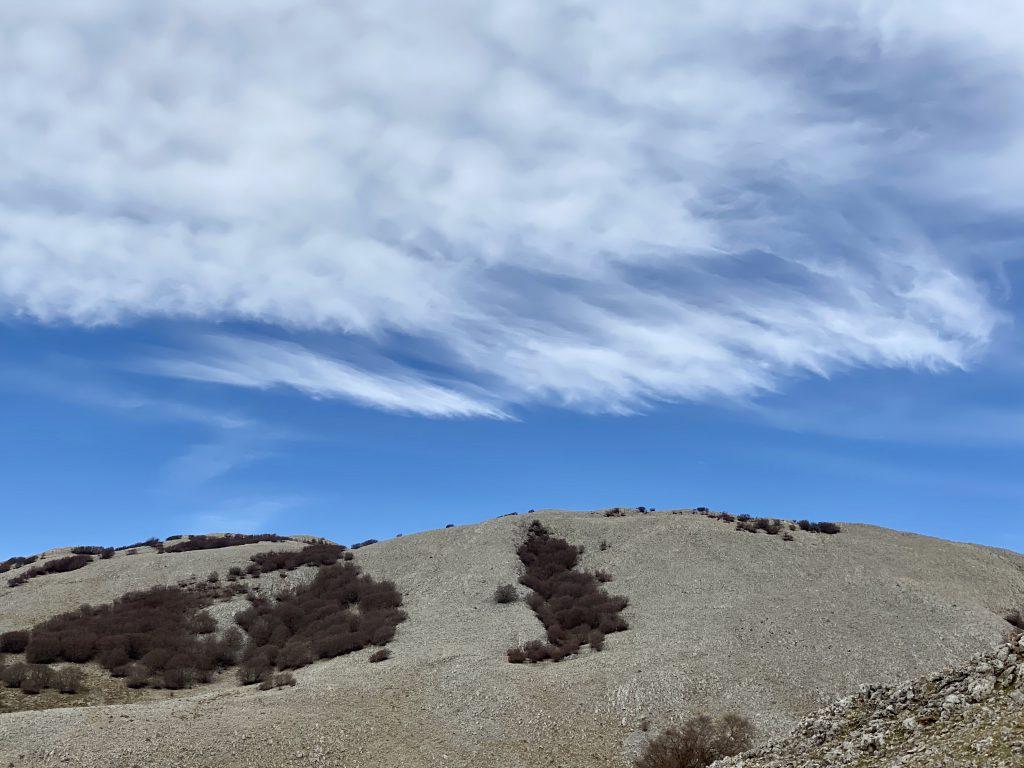 Wolken über karger Berglandschaft der Madonie