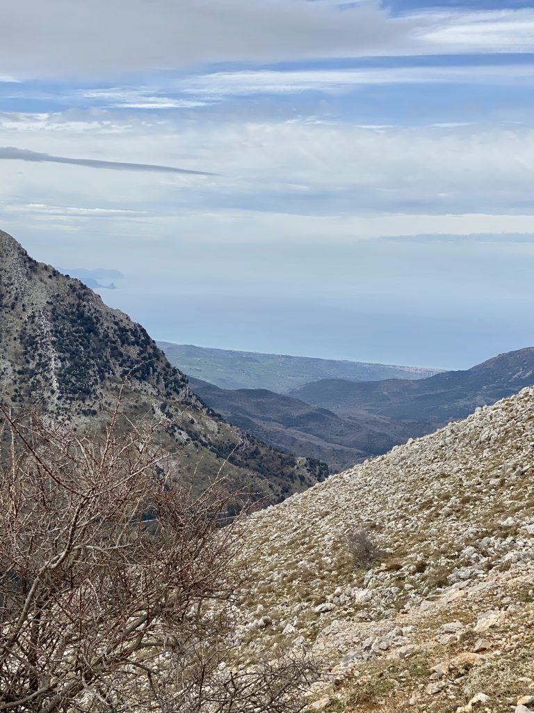 Gipfel mit karger Landschaft der Madonie