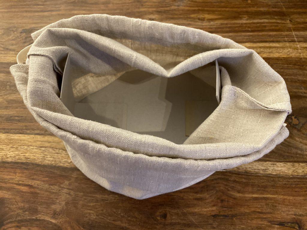Brotkorb aus Leinenbeutel mit Papp-Einlage, von oben