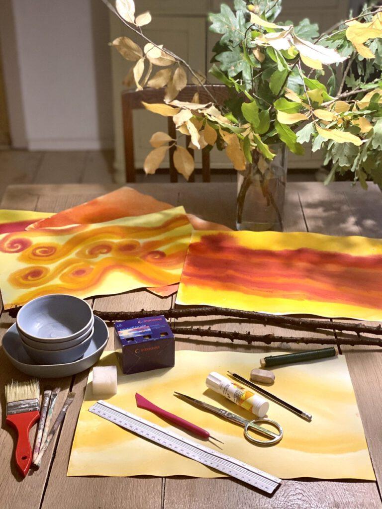 Waldorf-Laterne: Alle benötigten Materialien auf einem Tisch