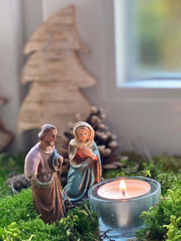 Maria und Josef (alte Krippenfiguren)