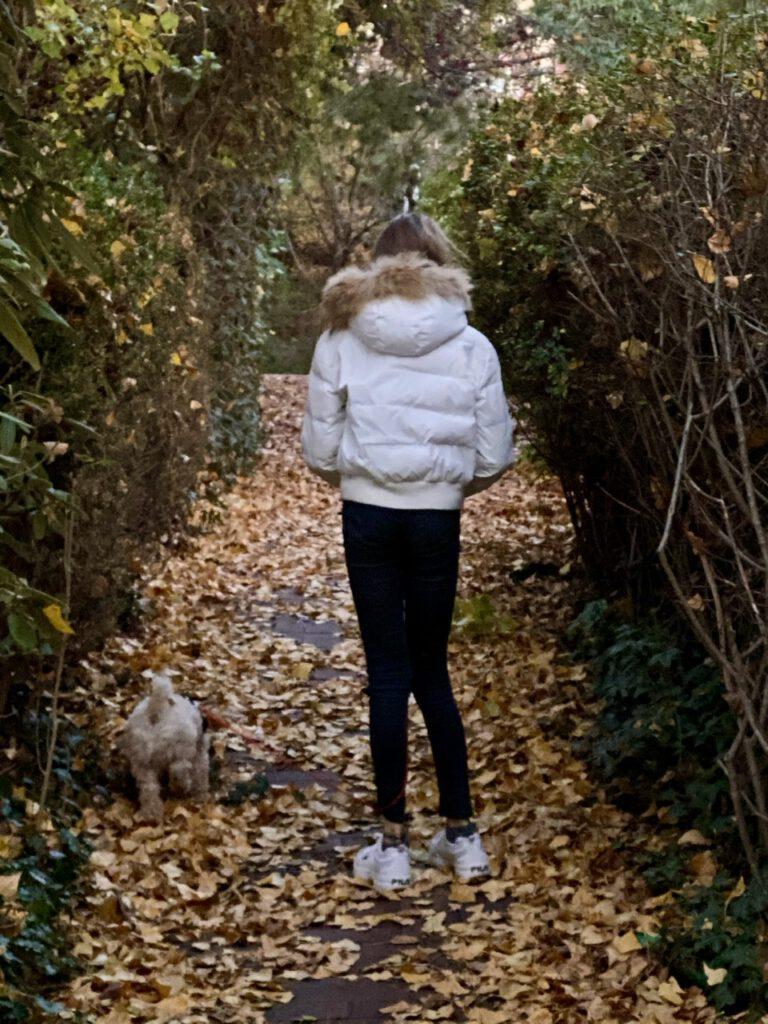 Glücksmomente im November 2020, Nr. 3: Meine Tochter mit ihrer neuen weißen Daunenjacke