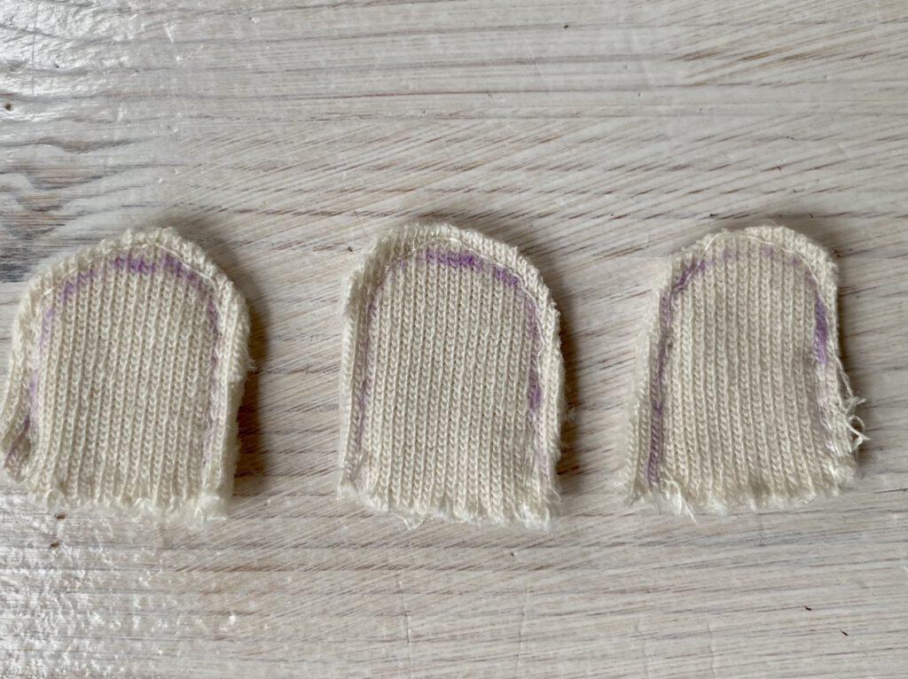 Zusammen genähte Käppchen von links