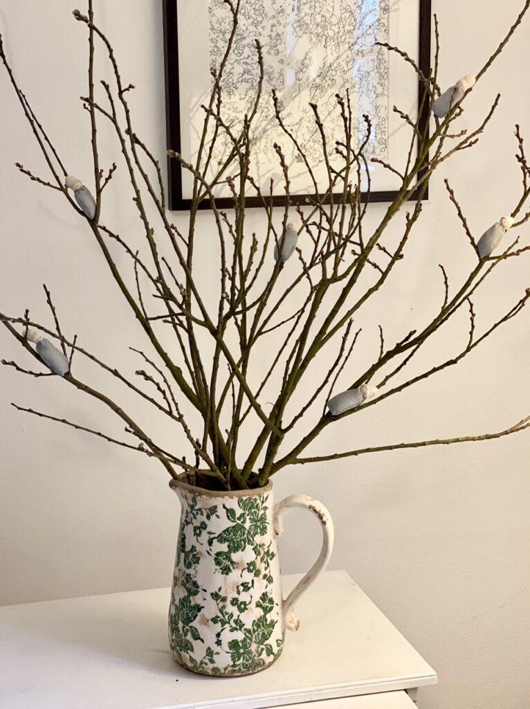 Strauß mit noch geschlossenen Weidenknospen und 6 Weidenkätzchen-Blumenkindern