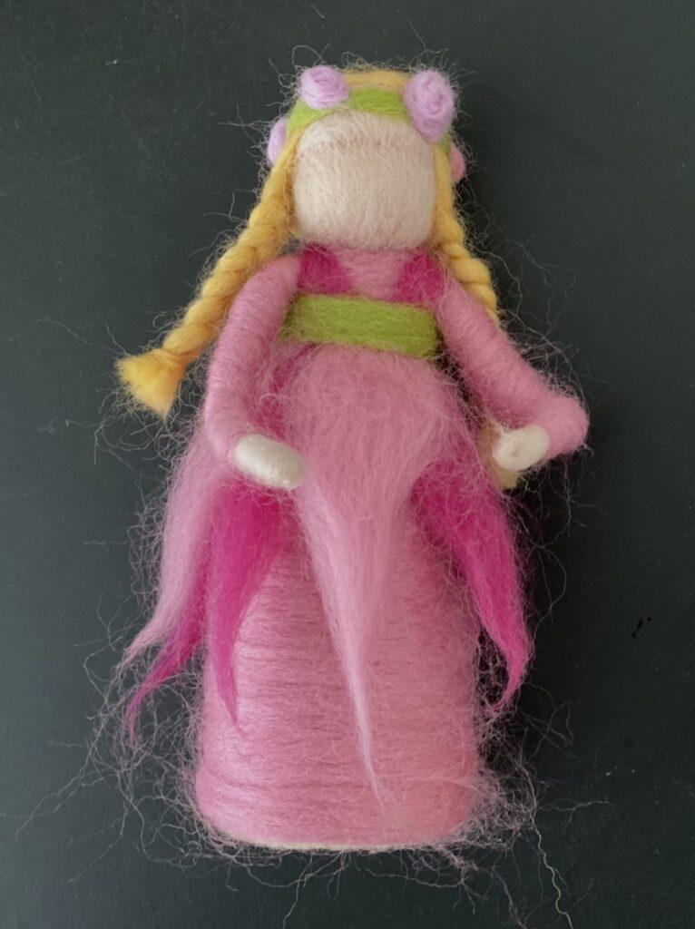 Blumenkind filzen: fertige Puppe Porträt
