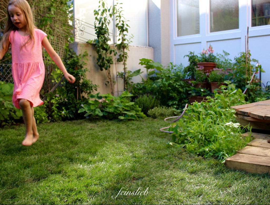üppig bewachsene Gartenecke
